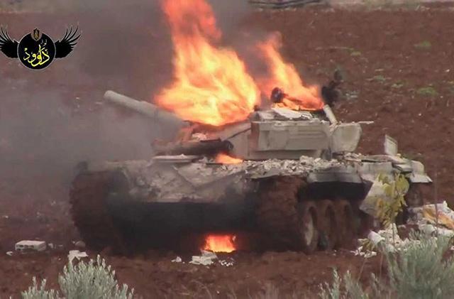 [18+] คลิปชัดๆ จรวด TOW สหรัฐซัด T-72 จอด พระเอกตัวจริงยิงรถถังซีเรียกระจุยกว่า 100 คัน