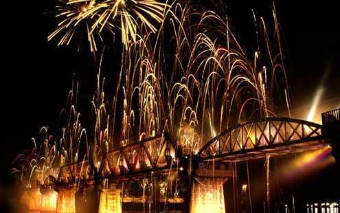 """ชมแสงสีเสียงอลังการในงาน """"สัปดาห์สะพานข้ามแม่น้ำแคว"""" จ.กาญจนบุรี"""