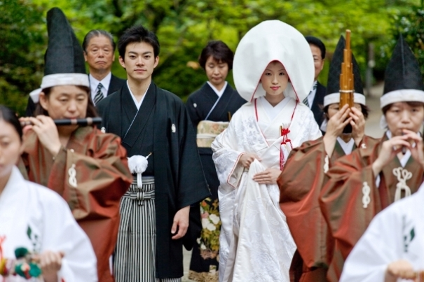 แม่บ้านญี่ปุ่นฟ้องศาลขอใช้คนละนามสกุลกับสามีหลังแต่งงาน