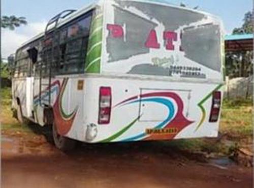 อินเดียอีกแล้ว!!พขร.ข่มขืนผู้ช่วยพยาบาลสาวบนรถเมล์ ก่อนโยนลงข้างทาง