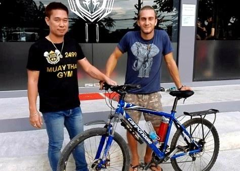 หนุ่มอิตาลีไล่ตามฝัน ปั่นจักรยานถึงเชียงใหม่ เฝ้ายิมดังแลกเรียนมวย รอชกก่อนไปเขมรต่อ(ชมคลิป)