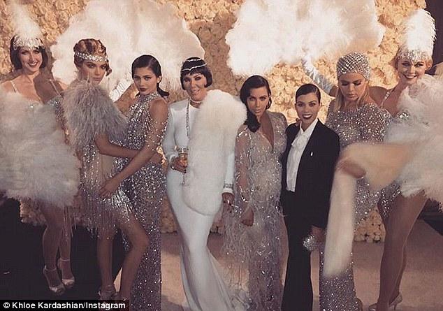 """( ชมภาพ )แม่""""คิม คาร์เดเชียน""""สุดเวอร์วังฉลองแซยิดทุ่มเงิน 2 ล้านเหรียญจัดงานวันเกิดธีม Gatsby"""
