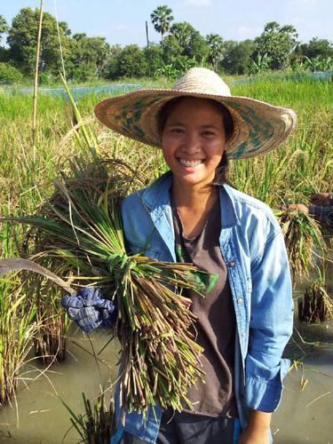 """""""ไร่รื่นรมย์"""" เกษตรกรยุคใหม่ ดีกรี นร.นอก ยอมทิ้งบทบาททายาทธุรกิจร้อยล้าน"""