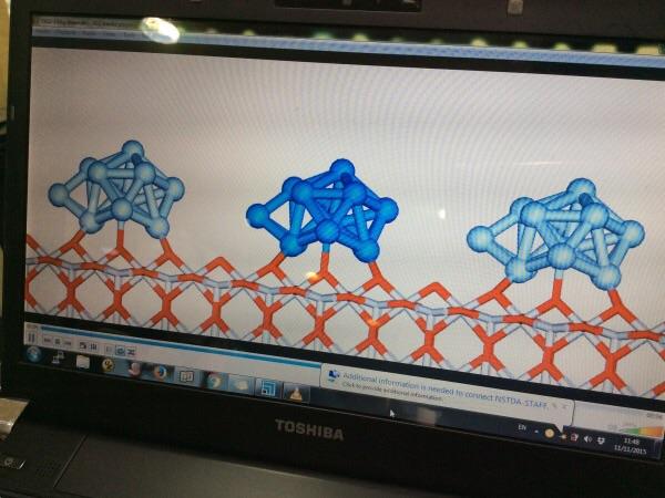 นักวิจัยนาโนเทคใช้เทคนิค computer simulator เพื่อวิเคราะห์ดูโครงสร้างระหว่างวัสดุนาโน ไทเทเนียมไดออกไซด์และเงิน เพื่อใช้สำหรับการพัฒนาวัสดุคาร์บอนให้มีการเกาะยึดกันได้ดีขึ้น