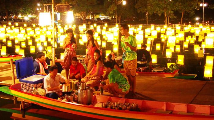 """ชม ชอป ชิม รื่นเริงมหกรรมย้อนยุค """"ลอยกระทง เผาเทียน เล่นไฟ"""" ที่อุทยานประวัติศาสตร์สุโขทัย"""