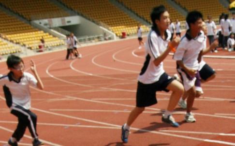 ลู่วิ่งมหาภัย ปล่อยกลิ่นเหม็นปนสารพิษ ทำร้ายนักวิ่งรุ่นเยาว์ล้มป่วยเลือดออกจมูก
