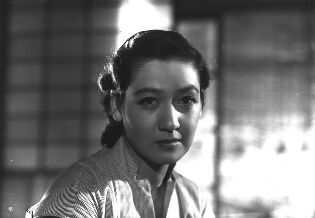 """สัญลักษณ์แห่งยุคทองของวงการหนังญี่ปุ่น """"เซ็ตสึโกะ ฮาระ"""" เสียชีวิตแล้ว"""