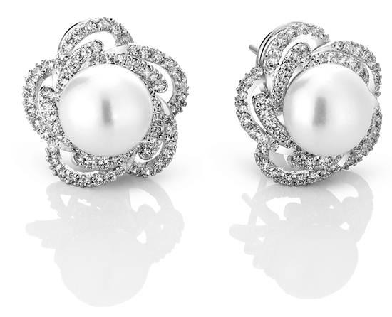 ต่างหู รุ่น Illuminated Pearl จาก Prive