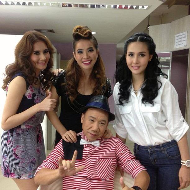 ลูกสาวบุญธรรมทั้ง 3 ของแอนนา ภาพจาก http://www.manager.co.th/Entertainment