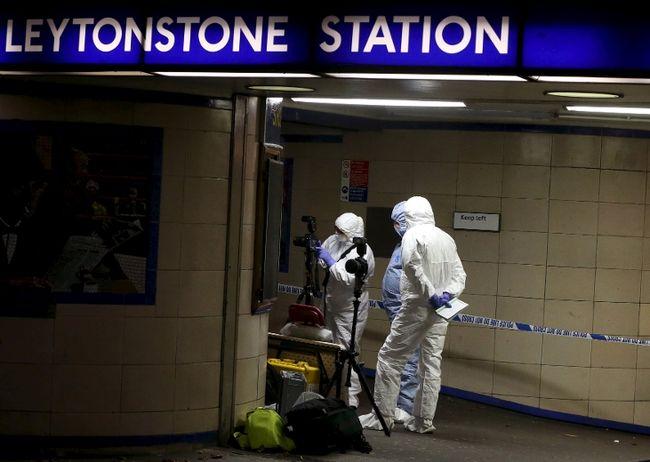 """เกิดเหตุคนร้ายใช้มีดฟันคนบาดเจ็บสาหัสใน """"สถานีรถไฟลอนดอน"""" ตะโกนลั่น """"นี่เพื่อซีเรีย"""""""