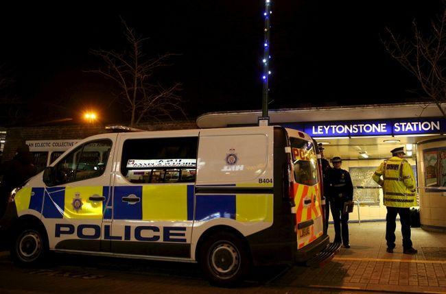 อังกฤษจัดหน่วยต่อต้านก่อการร้ายเร่งสืบคดีแทงกันในสถานีรถไฟใต้ดิน