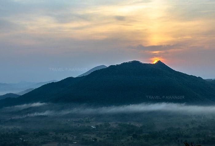 พระอาทิตย์ขึ้นยามเช้าที่ภูทอก