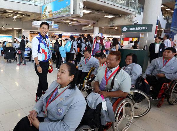 """ต้อนรับคับคั่ง!! นักกีฬาไทยชุดเจ้าอาเซียน """"จุตินันท์"""" สั่งเดินหน้าลุย """"พาราลิมปิก"""""""