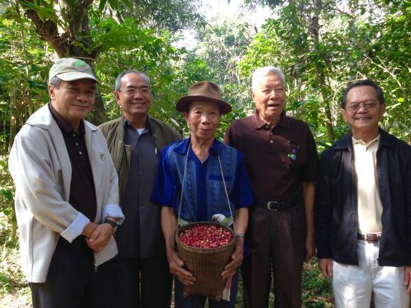 ผู้บริหารมูลนิธิอุทกพัฒน์ เยี่ยมชมการบริหารจัดการน้ำและการทำเกษตรผสมผสานของชาวบ้าน