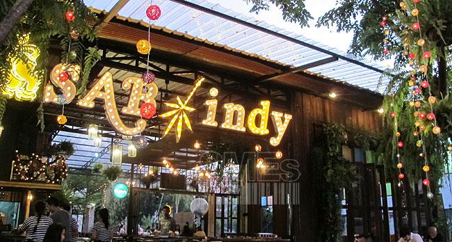 """""""SAB indy"""" อร่อยเด็ด ดนตรีโดน ร้านอาหารสุดแนวของ """"เดอะ ปั๋ง"""" (ชมคลิป)"""