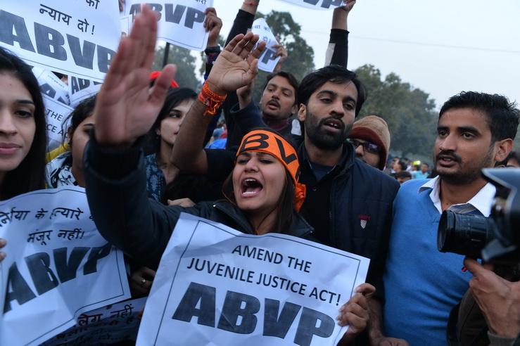 """โวยก็โวยไป! ศาลสูงสุดอินเดียไม่รับอุทธรณ์ค้านปล่อยตัว """"ไอ้หื่นเยาวชน"""" ข่มขืนสาวอินเดียบนรถเมล์-อ้างไม่มีกม.รองรับ"""