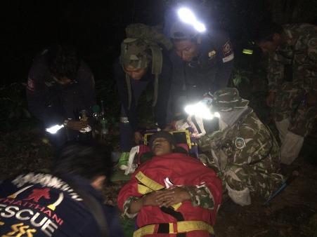 นาทีชีวิต! ทีมกู้ภัยเดินเท้า 9 ชม.ช่วย จนท.พิทักษ์ป่าห้วยขาแข้งโดนกระทิงขวิด