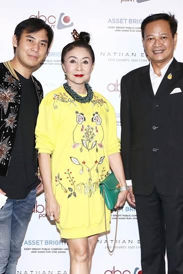 """""""นาธาน อีสต์"""" สุดยอดนักดนตรีแจ๊สระดับโลกขึ้นโชว์การกุศลเพื่อพ่อหลวงของไทย"""