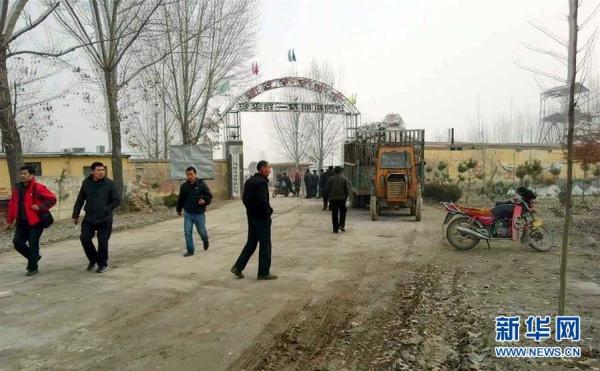 เหมืองแร่จีนพังถล่ม ฝังคนงานนับสิบชีวิต ฉีกพื้นถนนจนชาวบ้านแตกตื่น (ชมภาพ)