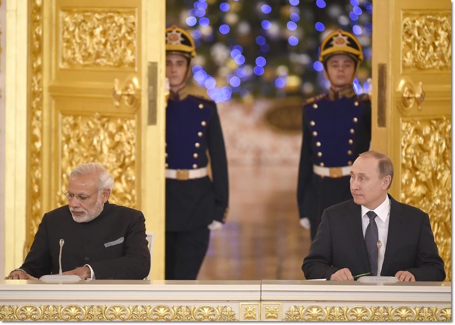ประธานาธิบดีรัสเซีย วลาดิมีร์ ปูติน และนายกรัฐมนตรีอินเดีย นเรนทรา โมดี ร่วมลงนามข้อตกลงทางการค้าและการทหารถึง MOU16 ฉบับ ในกรุงมอสโกในวันพฤหัสบดี (24 ธ.ค)