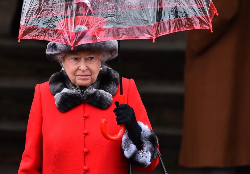 """ควีนเอลิซาเบธพระราชทานพร """"วันคริสต์มาส"""" ย้ำเตือนผู้คนให้มี """"ความหวัง"""" ต่อสู้ลัทธิก่อการร้าย (ชมคลิป)"""