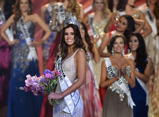 Miami, Florida, UNITED STATES: Miss Colombia Paulina Vega is crowned Miss Universe 2014 during the 63rd Annual MISS UNIVERSE Pageant at Florida International University on January 25, 2015 in Miami, Florida. AFP PHOTO/Timothy A. Clary