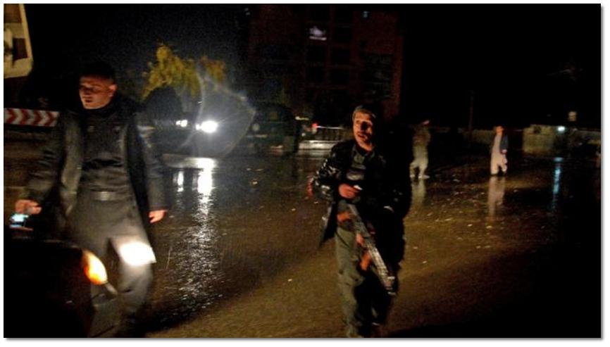 """อัฟกานิสถานระส่ำต่อเนื่อง """"สถานกงสุลอินเดีย"""" ในมาซารี ชารีฟ เกือบถูกยึด!! เสียงปืน-ระเบิดดังลั่น """" 2 มือปืนดับ"""" – ก่อการร้ายจุดระเบิดฆ่าตัวตายใกล้สนามบินคาบูล"""