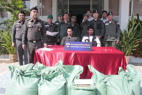ตำรวจแปดริ้วจับเมล็ดกาแฟเถื่อนได้ 7 ตัน (ชมคลิป)