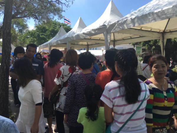 ประชาชนจำนวนมากเดินทางมาร่วมกิจกรรมวันเด็กที่ท้องฟ้าจำลองกรุงเทพฯ