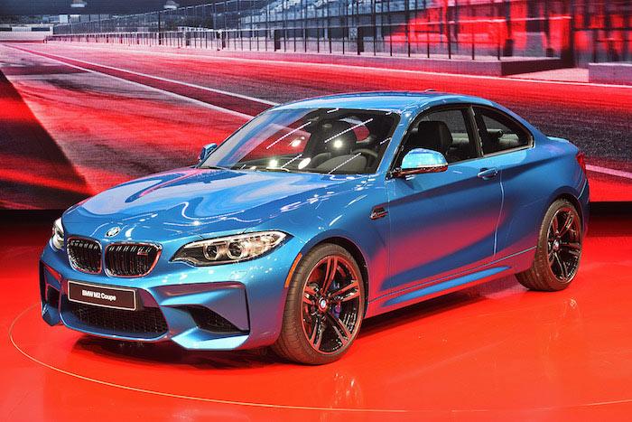 BMW ส่งความสปอร์ตระดับหรูในตระกูล M2 ลงลุยตลาดอเมริกา พร้อมเครื่องยนต์ 6 สูบ  3,000 ซีซี เทอร์โบคู่ ตัวดังที่มีกำลังสูงสุด 365 แรงม้า และใช้เวลาเพียง 4.2 วินาทีสำหรับอัตราเร่ง 0-96 กิโลเมตร/ชั่วโมง