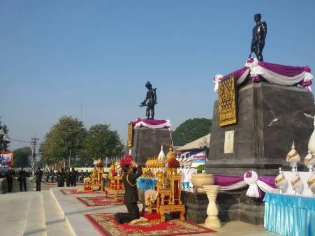 """มทภ.3 นำทหารบวงสรวง """"องค์ดำ""""วันกองทัพไทย ผู้ว่าฯจัด""""ชนช้างยุทธหัตถี""""โชว์"""