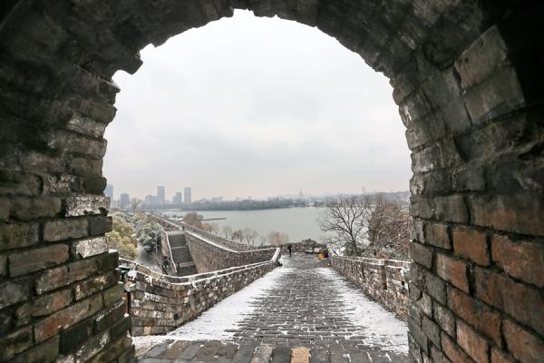 กำแพงเมืองยุคราชวงศ์หมิงในนครหนันจิง มณฑลเจียงซู (21 ม.ค. 2559/ ภาพ ไชน่า เดลี)