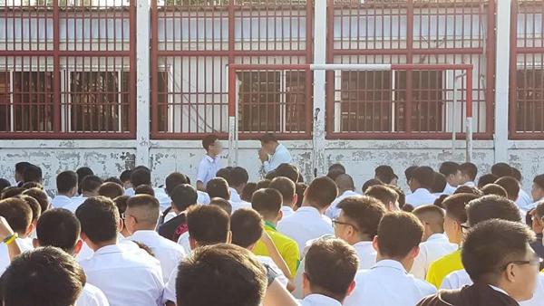 สังคมไทยเรียนรู้อะไร? กรณีผอ.โรงเรียนดังยกมือไหว้ขอโทษเด็ก