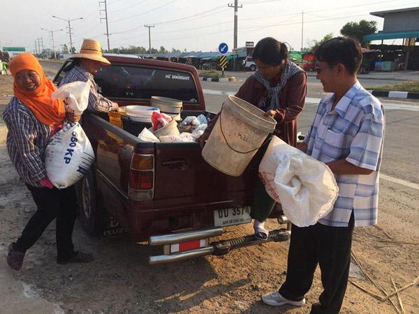 """ทึ่ง """"ข้าวแลกปลา"""" วิถีชุมชนดั้งเดิมยังเหลืออยู่ในสังคมไทย ที่ตลาดปลาทุ่งกุลาใหญ่สุดอีสานใต้"""
