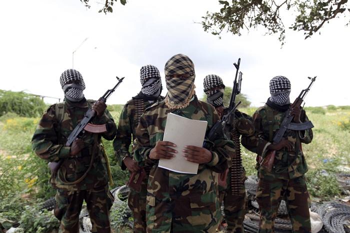 """ชาวบ้านเคนยาดับอย่างน้อย 3 ศพ หลังเกิดการโจมตีที่คาดว่าเป็นฝีมือกลุ่ม """"อัล-เชบาบ"""" จากโซมาเลีย"""