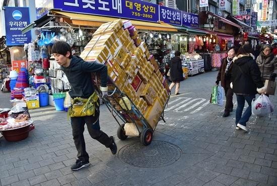 S. Korea's exports record biggest drop since 2009