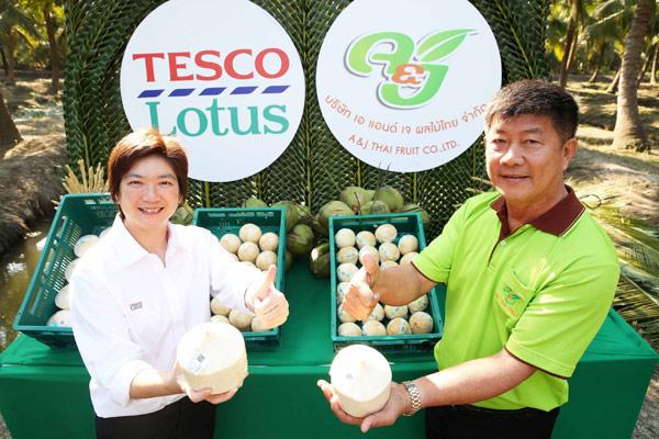 ชาวสวนมะพร้าวน้ำหอม จ.ราชบุรี ยิ้มกว้าง ตรุษจีนนี้ยอดขายปังมาก เทสโก้ โลตัส หนุนประชารัฐ ส่งเสริมชาวสวน ผลผลิตคุณภาพดีติดลมบน