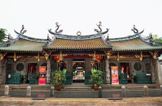 เสริมสิริมงคลตรุษจีน แวะทำบุญวัดดังในต่างแดน