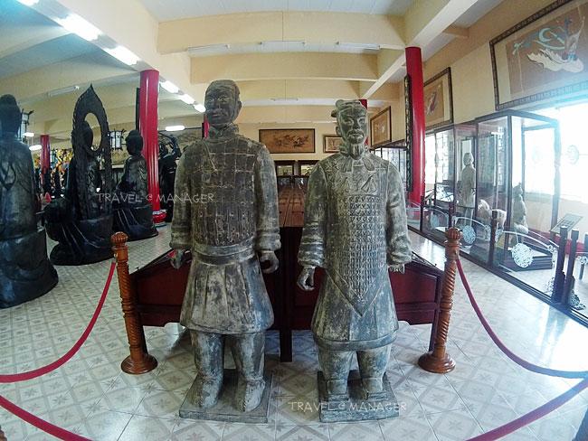 """เมืองไทยก็มี!! ชมหุ่นดินเผาสุสานจิ๋นซีของแท้ และศิลปวัตถุสุดเจ๋ง ที่ """"วิหารเซียน"""" ชลบุรี"""