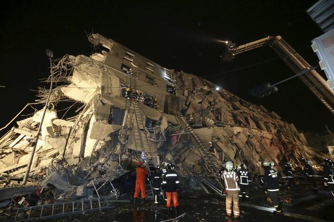 ด่วน!!แผ่นดินไหวรุนแรงเขย่าตึกหลายหลังในไต้หวันพังถล่ม เร่งช่วยเหลือคนติดใต้ซากนับร้อย