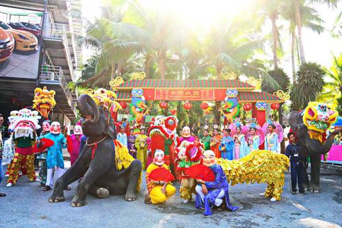 สวนนงนุชพัทยานำช้างเชิดสิงโตสร้างสีสันรับเทศกาลตรุษจีนยิ่งใหญ่