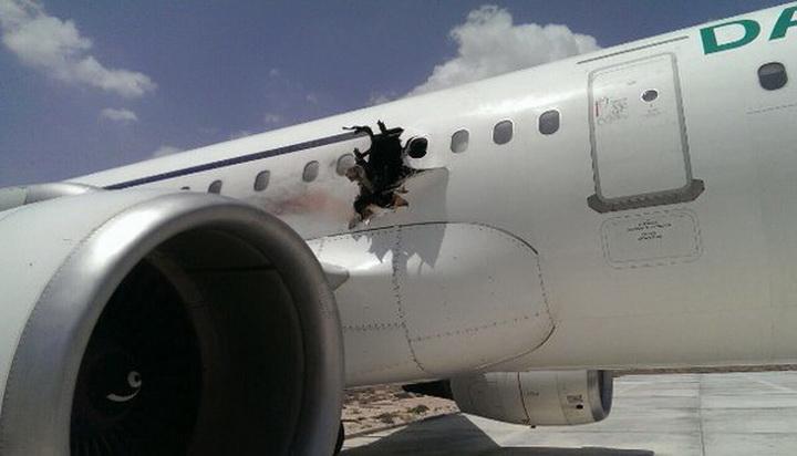 """โซมาเลียเผยเหตุเครื่องบินทะลุเป็น """"รูโหว่"""" เกิดจาก """"ระเบิด"""" ที่ซ่อนในคอมพิวเตอร์แล็ปท็อป"""