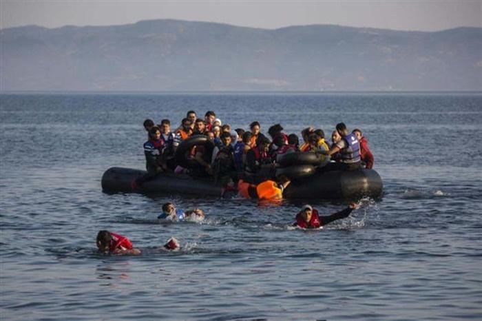 เรือผู้อพยพล่มนอกฝั่งตุรกี ดับอย่างน้อย 24 ศพ หายอีก 12
