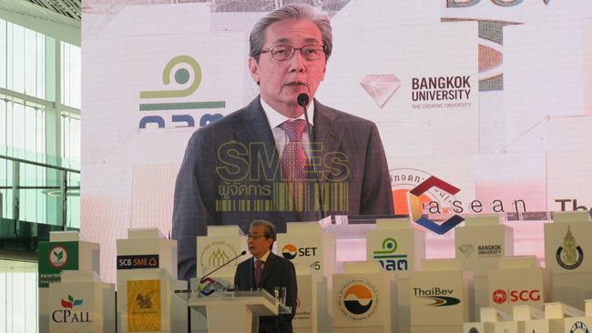 ดร.สมคิด จาตุศรีพิทักษ์ รองนายกรัฐมนตรีด้านเศรษฐกิจ