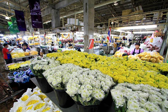 แผงขายดอกไม้ในตลาดยอดพิมาน