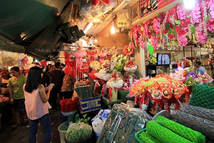 บางร้านก็จัดช่อดอกไม้ตามเทศกาลต่างๆ