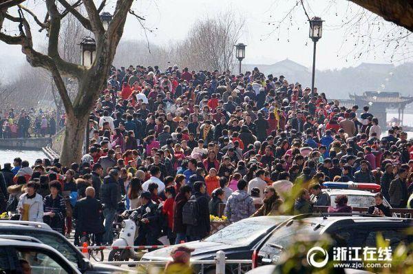 มืดฟ้ามัวดิน! มวลมหาประชาชนจีนแห่ท่องเที่ยวช่วงเทศกาลตรุษจีน (ชมภาพ)