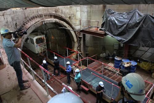 ผู้ว่าฯ กทม.ลุยตรวจตรวจอุโมงค์น้ำบางซื่อ ยันเปิดใช้ต้นปี 60 เล็งเปลี่ยนท่อระบายน้ำทั่วกรุง