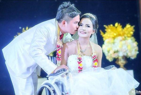 """พิสูจน์รักแท้! """"เจ้าสาวไร้ขา"""" แฟนหนุ่มอุ้มขึ้นเวทีแต่งงานตามสัญญา ใช้ชีวิตคู่มีความสุข"""