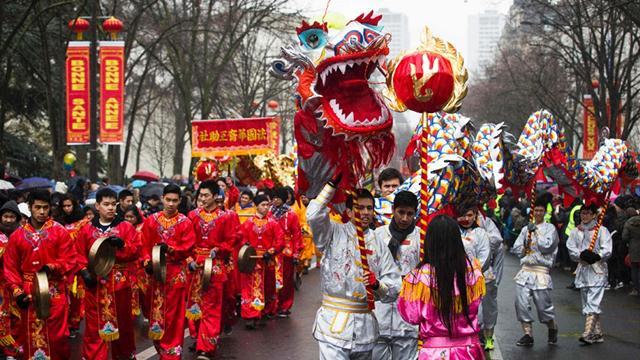 เทศกาลตรุษจีนในไชน่า เทาวน์ นครปารีส ประเทศฝรั่งเศส (ภาพ เอพี)